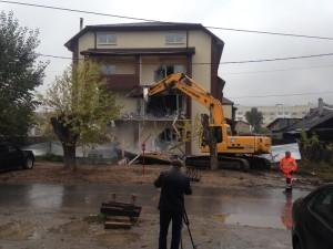 Разрушение дома по адресу: г.Екатеринбург, ул. Хасановская, д. 70 Сентябрь 2016 года.